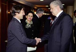 d-algerie-france-le-premier-ministre-recoit-lenvoye-special-du-president-francais-pour-la-preservation-de-la-planete-1fb92