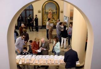 monde espagne ouverture des bureaux de vote pour les lections municipales et r gionales. Black Bedroom Furniture Sets. Home Design Ideas
