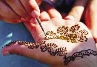 Regions Ghardaia Le Tatouage Ephemere Au Henne Naturel Une