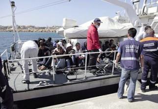 soci 233 t 233 italie 71 000 migrants arriv 233 s en 6 mois autant qu en 2015
